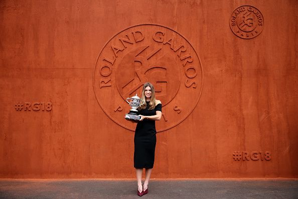 Simona Halep poses with the 2018 Suzanne Lenglen trophy