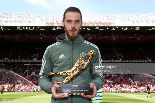 EDeGea winning the Premier League Golden Glove Award last season (Picture Source: Getty)
