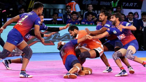 Sandeep Narwal during a raid attempt. [Picture Courtesy: ProKabaddi.com]