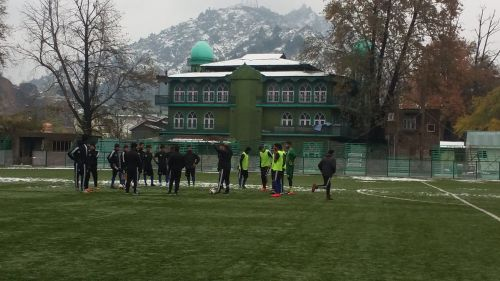 Real Kashmir players train in snow ahead of their match against Churchill Brothers (Image: AIFF Media)