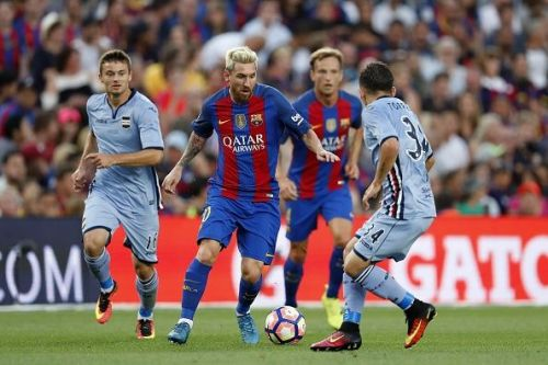 Up against the best - Lucas Torreira vs Lionel Messi in a pre-season friendly