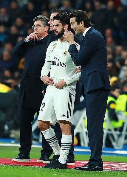 Solari has received mixed reviews about his handling of Isco, but his decision to give others minutes ahead of the Spanish magician proved to be beneficial for the team so far. He came on tonight for the final 10 minutes of the game and he looked his lively self, trying to take on beat players.