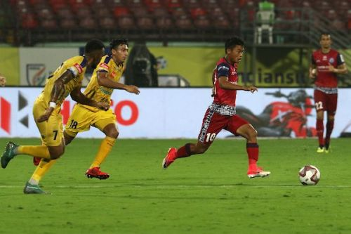 Both Jamshedpur FC and Kerala Blasters FC stayed at their respective places in the table and have much to worry about going into the second half of the season (Image Courtesy: ISL)