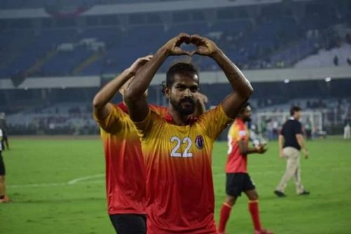 Jobby Justin acknowledges the East Bengal fans [Image: I-League]