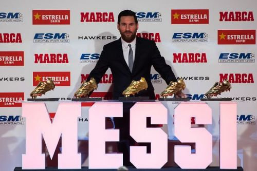 Lionel Messi receiving the Golden Shoe award