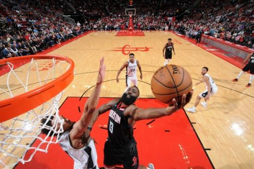 The Spurs' three-game win streak ended with the loss against the Rockets