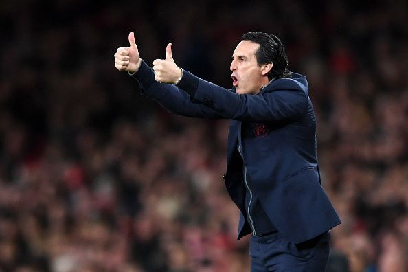 Emery doe more than 15-20 metres of space between the 3 lines of players