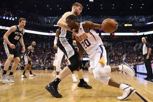 Jackson (no.20) in action against the San Antonio Spurs