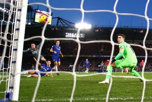 Vardy  finishes past Kepa