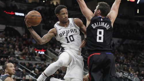 Spurs eventually blewout the Clippers by as many as 38 points (Image Credits: LA Times)