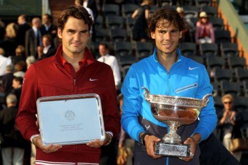 Roger Federer (L) and Rafael Nadal