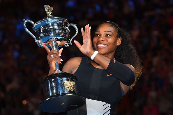 Serena Williams with the Daphne Akhurst Memorial Trophy at the 2017 Australian Open