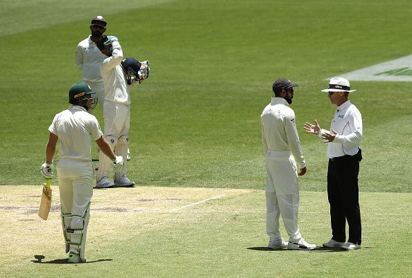 The umpire had to intervene in the testy exchange of the Skippers