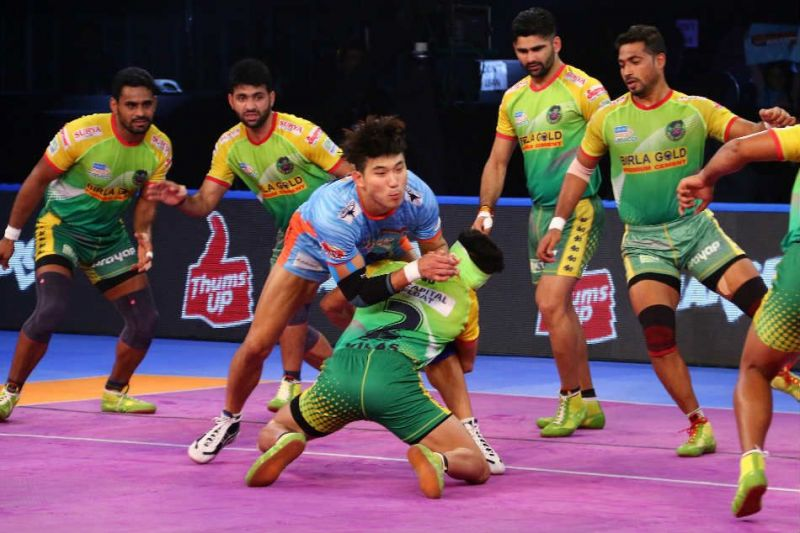Action from the Bengal Warriors vs Patna Pirates PBL Season 6 encounter