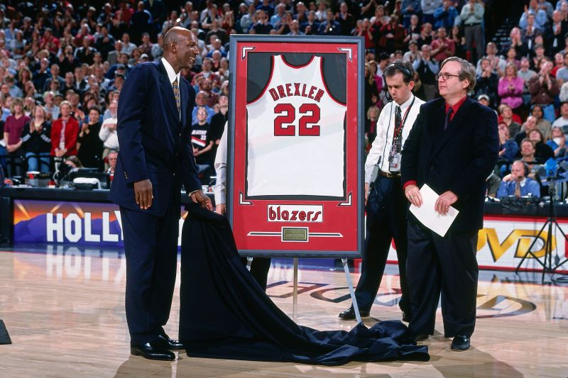 new styles b2ce4 2d4d1 Page 4 - Top 10 NBA Players with multiple retired jerseys
