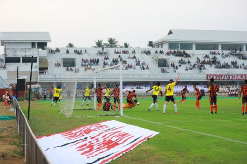 Action from the game between Gokulam Kerala and Real Kashmir (Image Courtesy: AIFF)