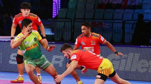Can Pardeep Narwal penetrate the defensive 'Chakravyuh' of the Gujarat Fortune Giants?
