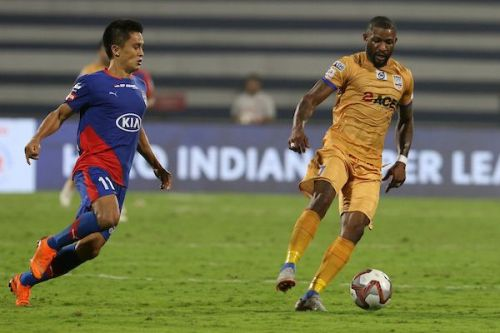 10-men Mumbai City FC held table-toppers Bengaluru FC as the game ended in a 1-1 draw (Image Courtesy: ISL)