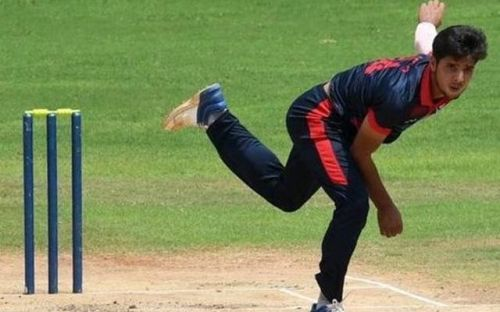 Rasikh Salam while bowling against Tamil Nadu in Vijay Hazare Trophy