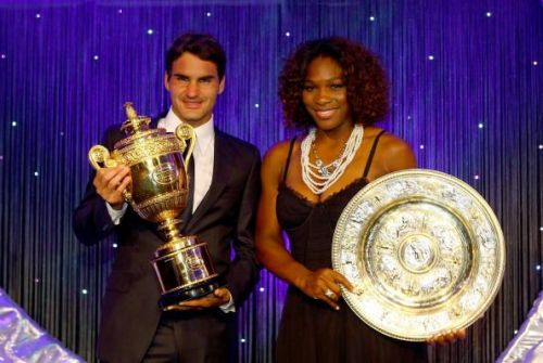 Serena Williams poses with the Rose Water Dish at the Wimbledon Winners Party 2009