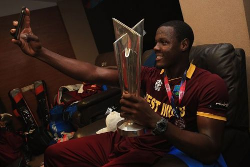 Carlos Braithwaite taking a selfie with the T20 World Cup