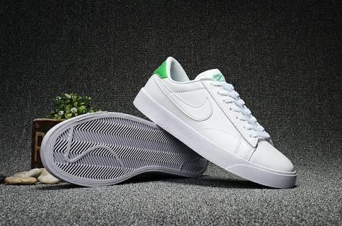 Nike Men's Tennis Classic AC Shoes