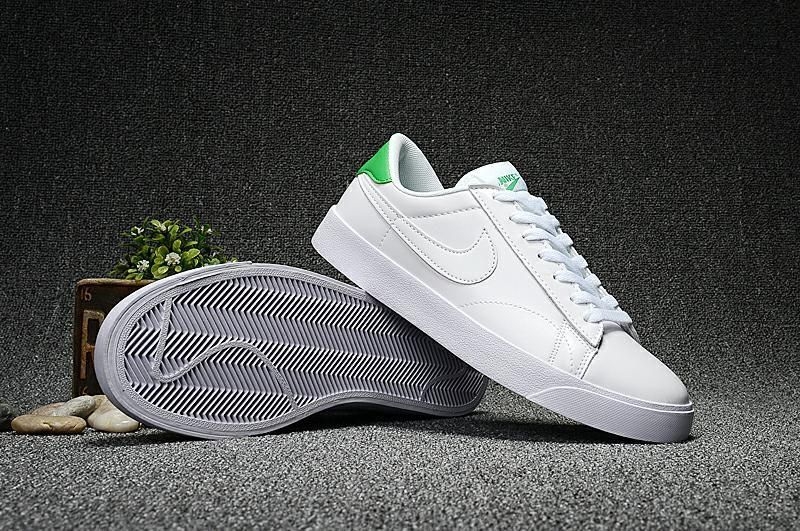Nike Men's Tennis Classic AC Shoes