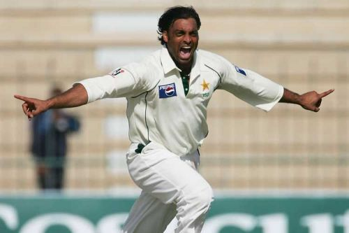 Shoaib Akthar picked up 4 wickets to dent South Africa