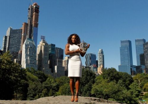 Serena Williams with the 2012 US Open trophy
