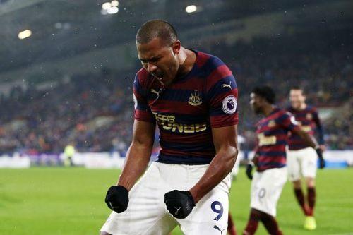 Newcastle United forward Salomón Rondón celebrates his goal Saturday versus Huddersfield Town