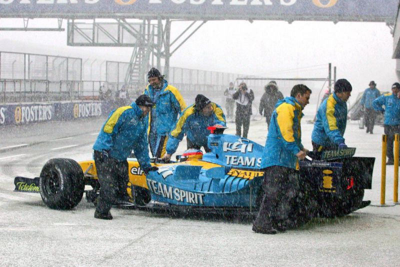 Fernando Alonso testing R25 in the snow while at Renault, then led by Flavio Briatore