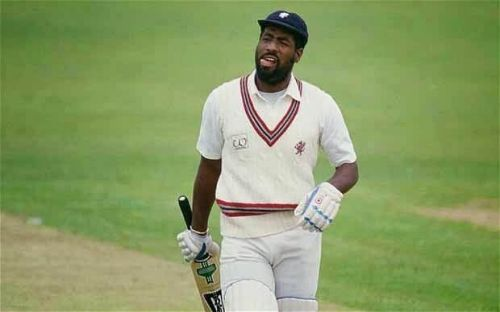 viv richards on way to pavilion dismissed by hirwani's googly