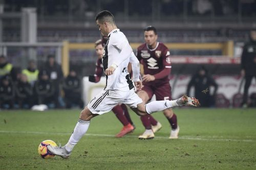 Cristiano Ronaldo scored from the penalty as Juventus beat Torino 1-0