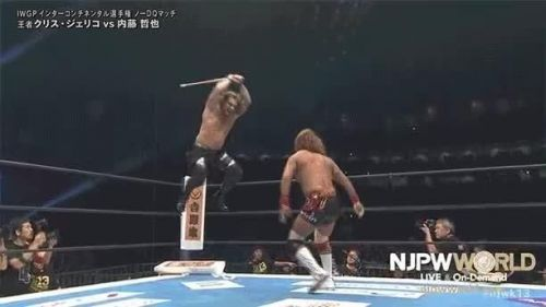 Chris Jericho and Tetsuya Naito used tables, chairs and kendo sticks at Wrestle Kingdom 13