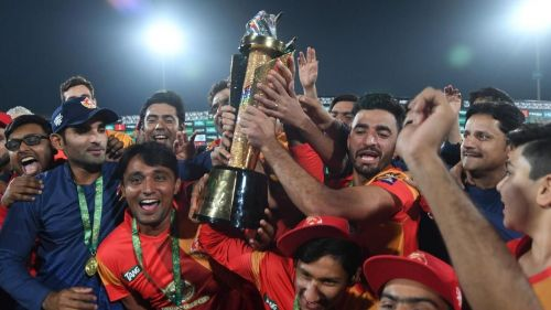 Islamabad United celebrate with the trophy after winning the 2018 PSL edition