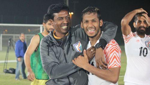 Assistant coach Shanmugam Venkatesh (left) with Nayduring a training session in Abu Dhabi (Image Courtesy: AIFF Media)