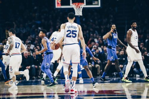Ben Simmons setting up a play for 76ers