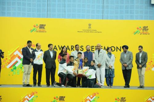 Maharashtra, champions of Khelo India Youth Games receiving the trophy from Mr.  Prakash Javadekar, Union Minister for Human Resource Development, Government of India and Mr. Vinod Tawde, Sports Minister, Maharashtra.