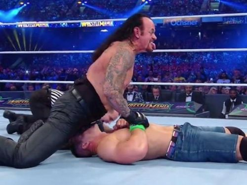 Such a huge match between 2 of the biggest superstars of the company ended abruptly