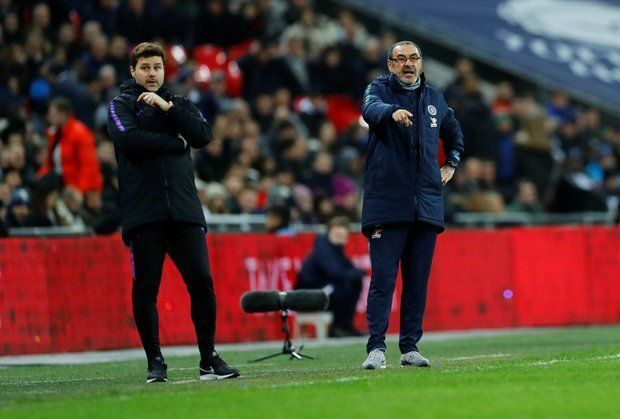 Tottenham and Chelsea managers on the touchline