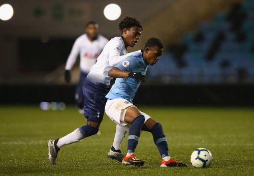 Rabbi Matondo in intermediate team action for Manchester City