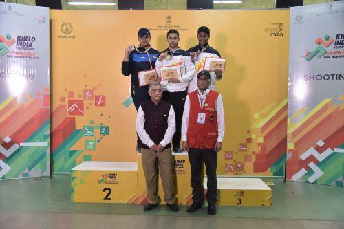 (L-R) Rajkanwar Singh (PB), Udayveer Sidhu (CH) and Mukesh Nelavalli (AP) during the medal ceremony of Men U-17 10m air pistol