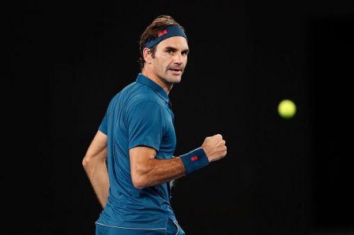Federer drew first blood after saving 3 set points