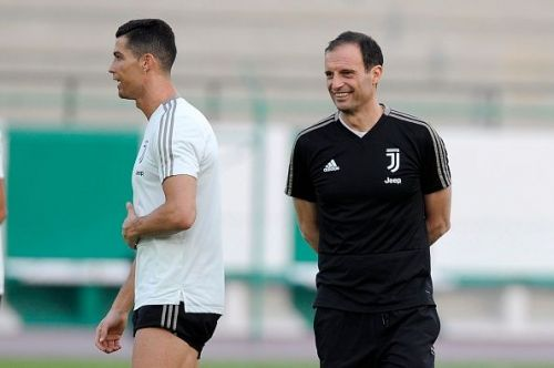 Cristiano Ronaldo trains as Allegri looks on