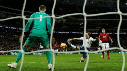 Harry Kane missing a scoring chance from close range