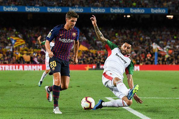 Guillermo Maripan (R) against Barcelona