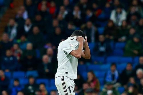 Lucas Vazquez leaves the pitch in anguish after being sent off