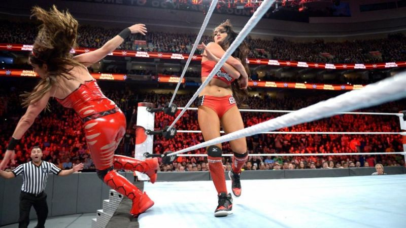 Nikki Bella eliminates Brie Bella at the 2018 Royal Rumble