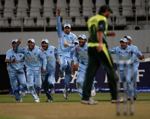 Indian team after beating Pakistan in Bowl-out