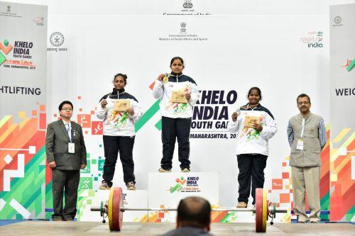 (L-R) Reddi Gayathri (AP), Vaishnavi Pawar (MH) and M Deeba (TN) during the medal ceremony of U-17 Women's 81kg category